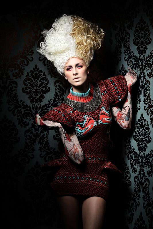 Haute coiffure de inspiratie punk