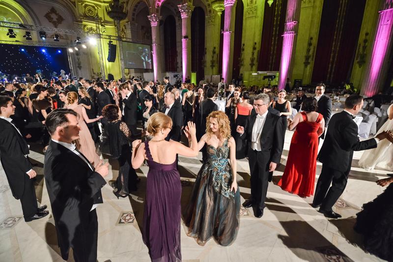 O atmosfera eleganta la balul Vienez