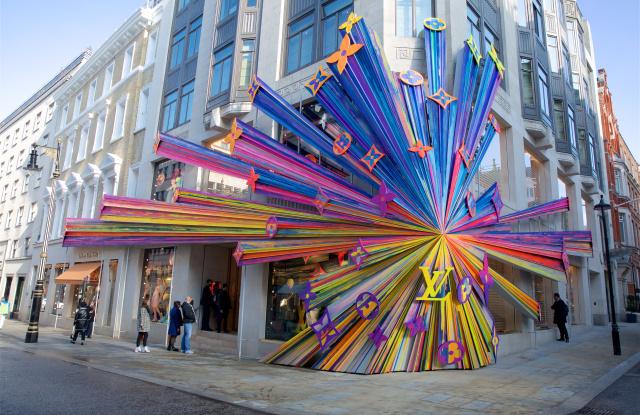 Louis Vuitton se redeschide pe New Bond Street 17-20 din Londra