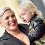 Pink si fiul sau testati pozitiv cu Coronavirus se alatura eforturilor de combatere a virusului