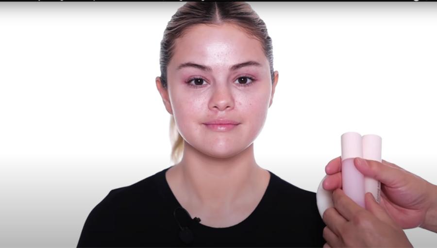 Tutorialul de makeup urmat de Selena Gomez